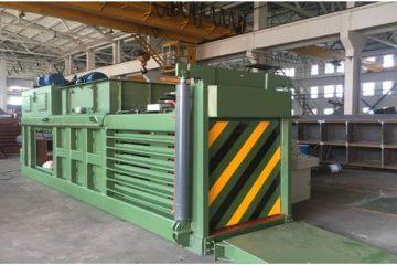 Closed door manual tie metal press balers